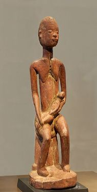 Mère et enfant. Bois, plateau Dogon (Mali), XIVe siècle, Former collections of Maurice Nicaud and Hubert Goldet, par Jastrow, via Wikimedia Commons, cc