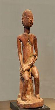 Mère et enfant. Bois, plateau Dogon (Mali), XIVe siècle, Former collections of Maurice Nicaud and Hubert Goldet, par Jastrow, via Wikimedia Commons, cc