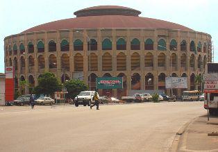 Palais des sports de Treichville, par Zenman, via Wikipedia,cc.